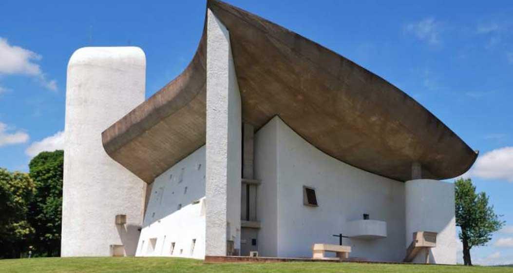 3- لوکور بوزیه: نمازخانه ی نوتردام – دو – اُ Notre-Dame-du-Haut